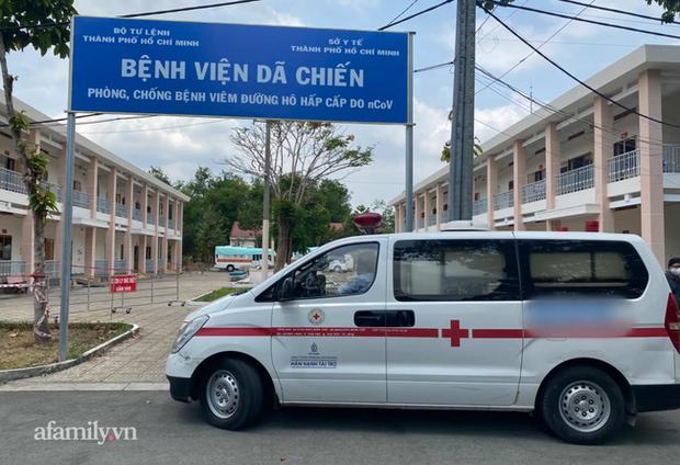 Bé gái 8 tuổi ở TP.HCM tái dương tính SARS-CoV-2 sau khi xuất viện được đưa đi cách ly cùng mẹ - Ảnh 2.