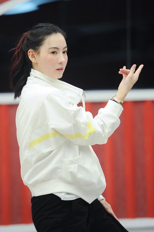 Khó tin đây là nhan sắc của Trương Bá Chi ở tuổi 40: Làn da căng mịn không nếp nhăn, visual khiến đàn em chạy dài - Ảnh 5.