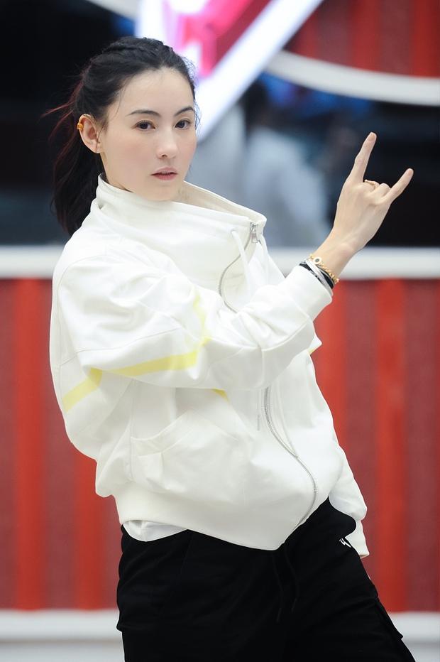 Khó tin đây là nhan sắc của Trương Bá Chi ở tuổi 40: Làn da căng mịn không nếp nhăn, visual khiến đàn em chạy dài - Ảnh 4.