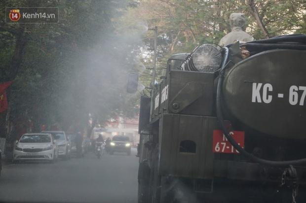 Ảnh: Cận cảnh xe chuyên dụng của Quân đội phun khử khuẩn để phòng chống Covid-19 ở nội đô Hải Phòng - Ảnh 6.