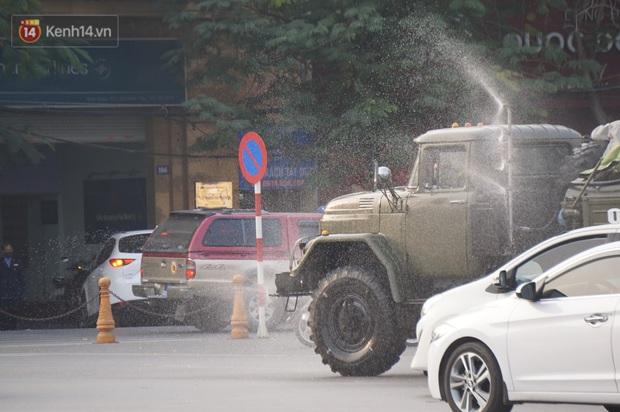 Ảnh: Cận cảnh xe chuyên dụng của Quân đội phun khử khuẩn để phòng chống Covid-19 ở nội đô Hải Phòng - Ảnh 5.