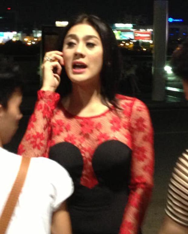 Hailey Baldwin diện đầm cúp ngực lạ mắt, netizen đùa chị nhái lại váy thảm họa của Lâm Khánh Chi từ 2013 đấy sao? - Ảnh 3.