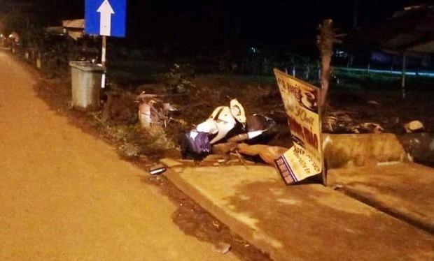 Người đàn ông chết cạnh xe máy bên lề đường lúc rạng sáng - Ảnh 1.