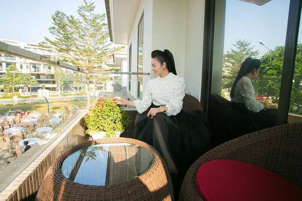 Bên trong căn biệt thự 220m2 của Nhật Kim Anh: Góc nào cũng toát lên sự giàu có, vườn cây ao cá đều đủ cả - Ảnh 4.