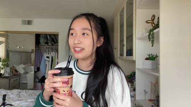 Jenny Huỳnh làm clip gói gọn hot trends 2020, khó đỡ nhất là thử thách biến gối ngủ thành váy - Ảnh 4.