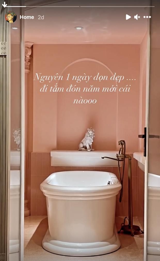 Nhà của Quỳnh Anh Shyn: Phòng ngủ hoá studio, bồn tắm cực xinh, nhưng mê nhất là tủ skincare sau tấm gương - Ảnh 6.