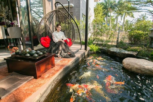 Bên trong căn biệt thự 220m2 của Nhật Kim Anh: Góc nào cũng toát lên sự giàu có, vườn cây ao cá đều đủ cả - Ảnh 6.