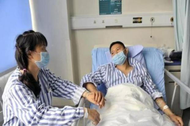 2 vợ chồng phát hiện ung thư cùng lúc, bác sĩ cảnh báo 3 thói quen ăn uống xấu gây ung thư cho cả gia đình - Ảnh 1.