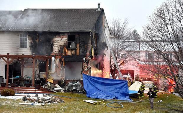 Máy bay lao vào nhà dân tại Mỹ, 3 người thiệt mạng - Ảnh 2.