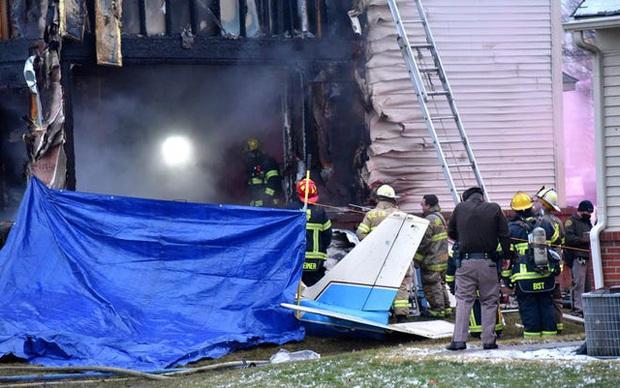 Máy bay lao vào nhà dân tại Mỹ, 3 người thiệt mạng - Ảnh 3.