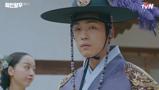 Vừa đánh Kim Jung Hyun váng đầu, Shin Hye Sun được thưởng nóng một nụ hôn ở Mr. Queen tập 8 - Ảnh 4.