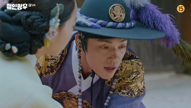 Vừa đánh Kim Jung Hyun váng đầu, Shin Hye Sun được thưởng nóng một nụ hôn ở Mr. Queen tập 8 - Ảnh 5.