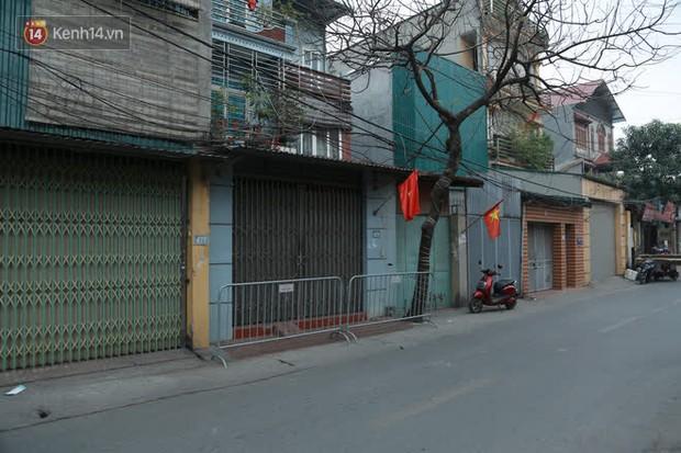 Hà Nội: Cận cảnh phong toả nhà bệnh nhân Covid-19 mới ở quận Nam Từ Liêm - Ảnh 2.