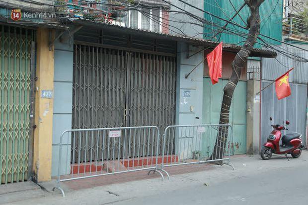 Hà Nội: Cận cảnh phong toả nhà bệnh nhân Covid-19 mới ở quận Nam Từ Liêm - Ảnh 3.