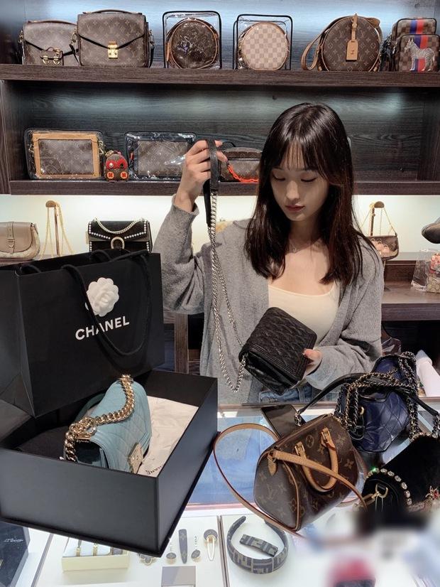 Săn đồ hiệu 2hand: Trào lưu đang ngày càng được lòng giới trẻ Trung Quốc, một khi đã dùng thì không dứt ra được - Ảnh 1.
