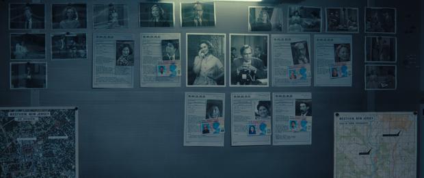 Tập 4 WandaVision gây ám ảnh vì Vision hiện nguyên hình, Wanda sôi máu đánh hàng xóm thủng 3 lớp tường - Ảnh 9.