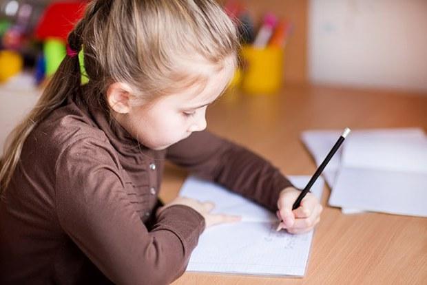Giám khảo Siêu Trí Tuệ chỉ ra quan niệm sai lầm của người lớn khi thúc ép con viết thuận tay phải - Ảnh 1.
