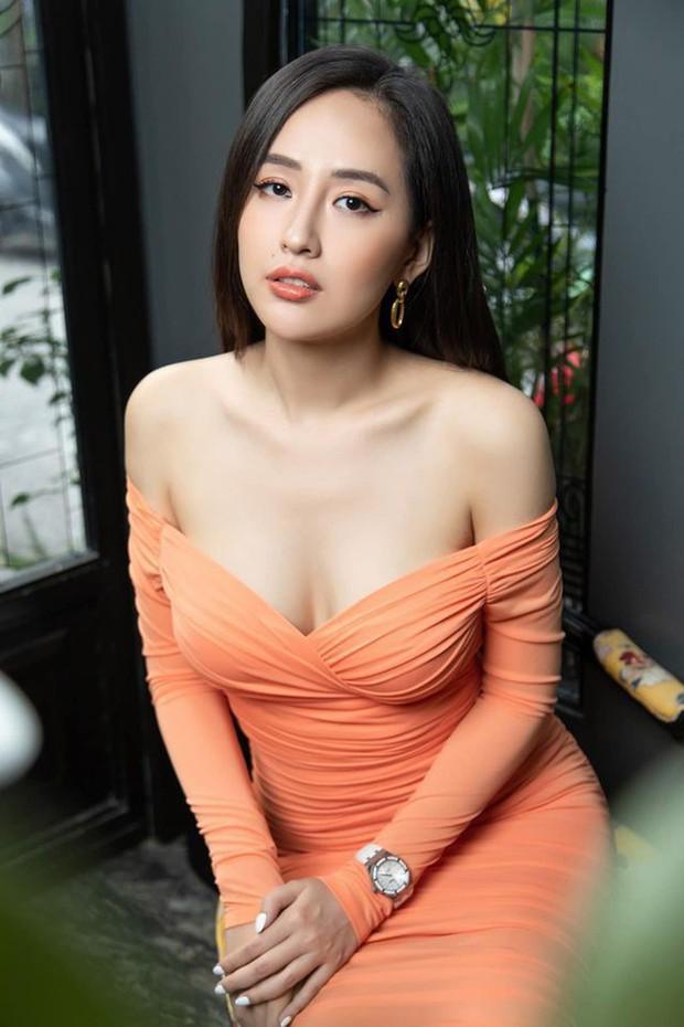 """Mai Phương Thuý đi ăn cưới Phan Thành: Diện váy trễ nải, selfie phô diễn vòng 1 gần 100cm ngồn ngộn ở góc """"hiểm hóc"""" - Ảnh 5."""