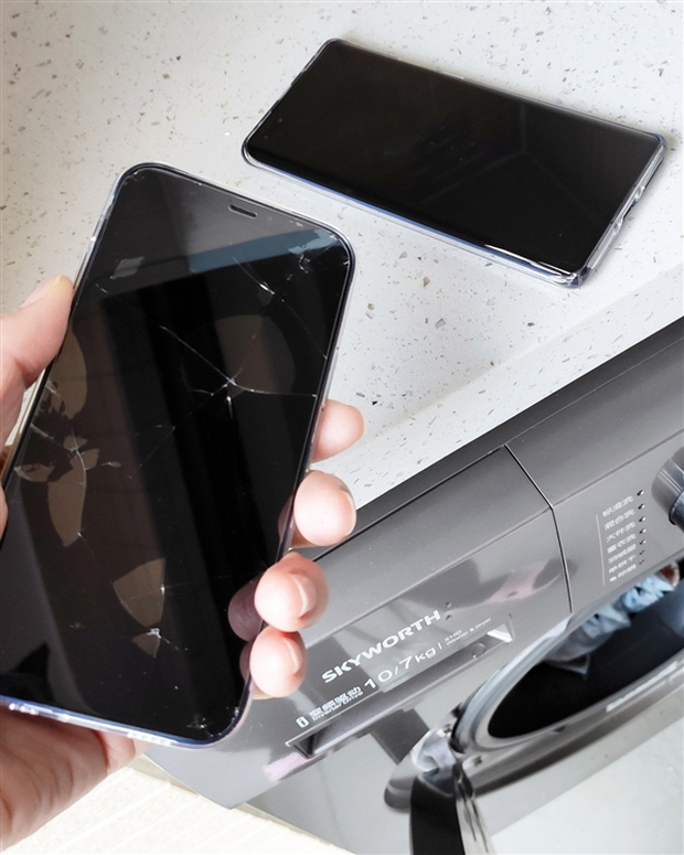 Cô gái vô tình ném cả Huawei Mate40 và iPhone 12 vào máy giặt, kết quả lúc lấy ra đầy bất ngờ về độ bền của hai sản phẩm - Ảnh 2.