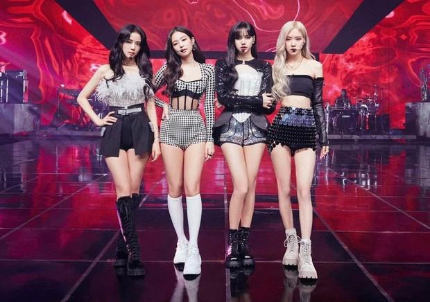 Trước giờ G, fan nghe thấy giọng Yang Hyun Suk ở buổi tổng duyệt concert của BLACKPINK, phấn khích: Bố Yang đã về nhà rồi! - Ảnh 9.