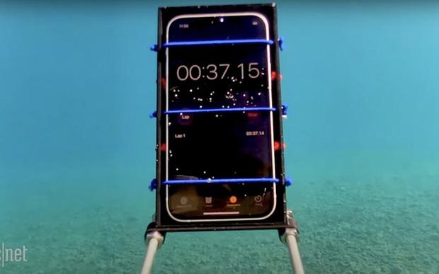 Cô gái vô tình ném cả Huawei Mate40 và iPhone 12 vào máy giặt, kết quả lúc lấy ra đầy bất ngờ về độ bền của hai sản phẩm - Ảnh 5.