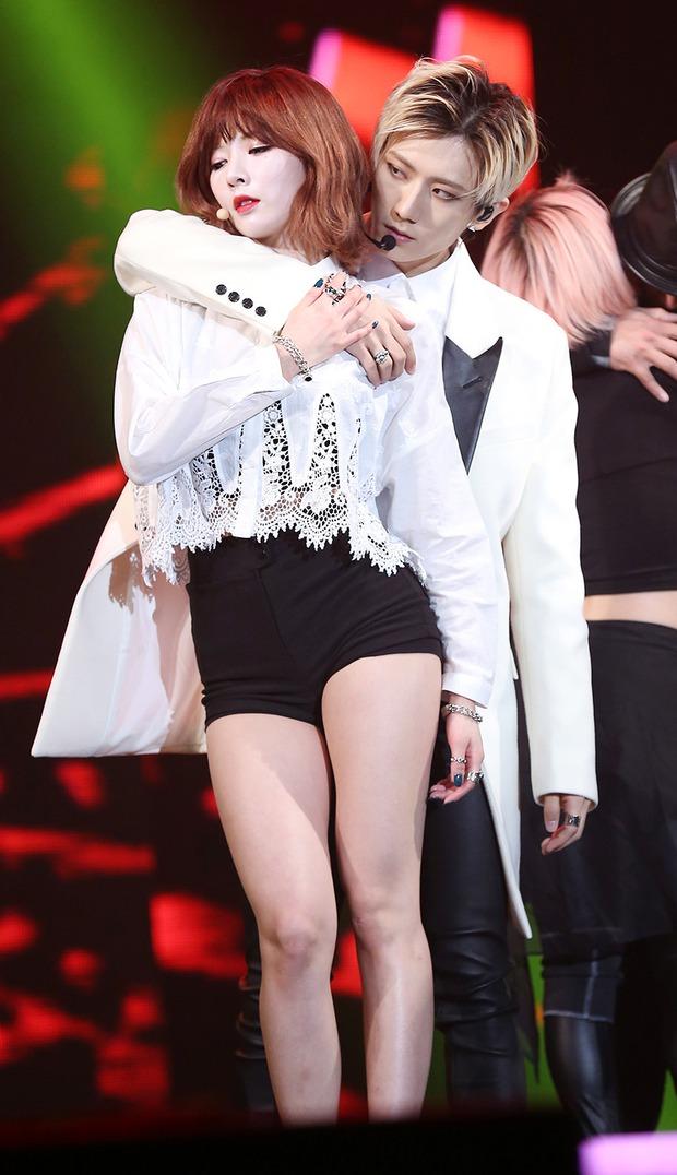 """Ngọc Trinh tung clip cover dance Trouble Maker: Khả năng vũ đạo bất ngờ nhưng dân tình chỉ dán mắt vào body """"đỉnh của chóp"""" - Ảnh 4."""