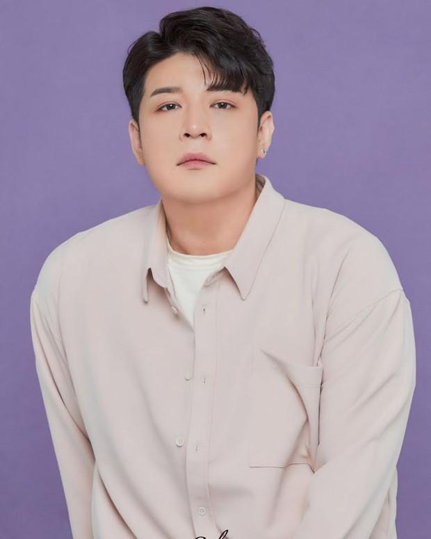 Giảm 40kg chấn động, Shindong (Suju) tung ảnh profile với visual sắc nét khó tin: Thế nào mà khiến MXH xôn xao cả sáng nay? - Ảnh 2.