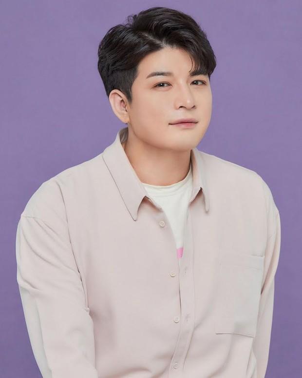 Giảm 40kg chấn động, Shindong (Suju) tung ảnh profile với visual sắc nét khó tin: Thế nào mà khiến MXH xôn xao cả sáng nay? - Ảnh 3.