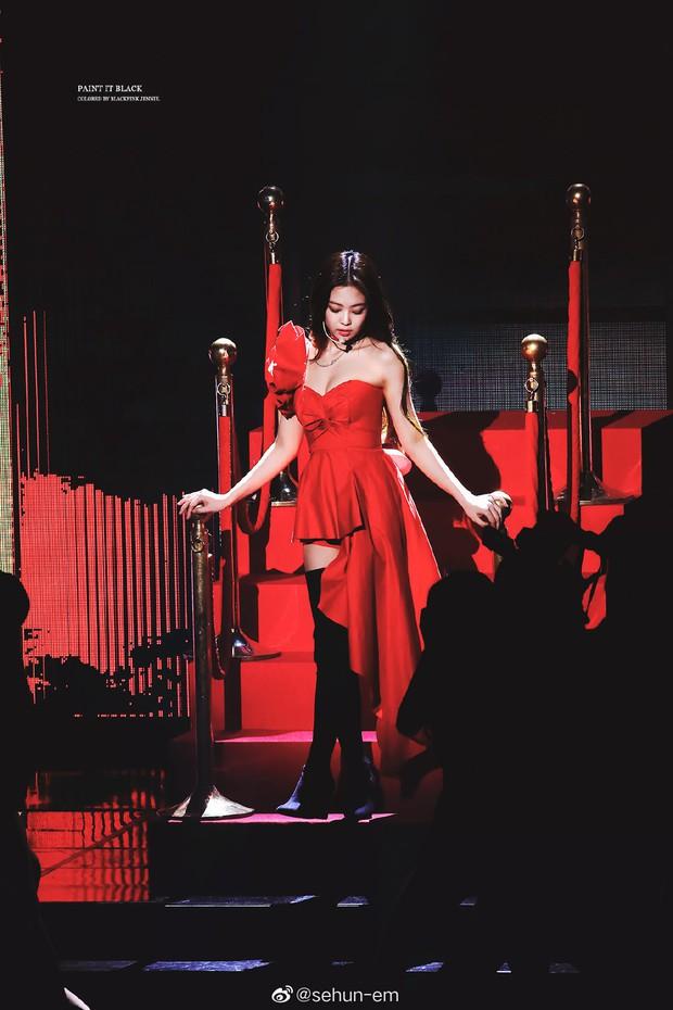Hình ảnh 2 năm trước Jennie khoe body tuyệt mỹ cùng vòng 1 bức thở gây bão Weibo: Công chúa YG đẹp nức nở quá đi! - Ảnh 2.
