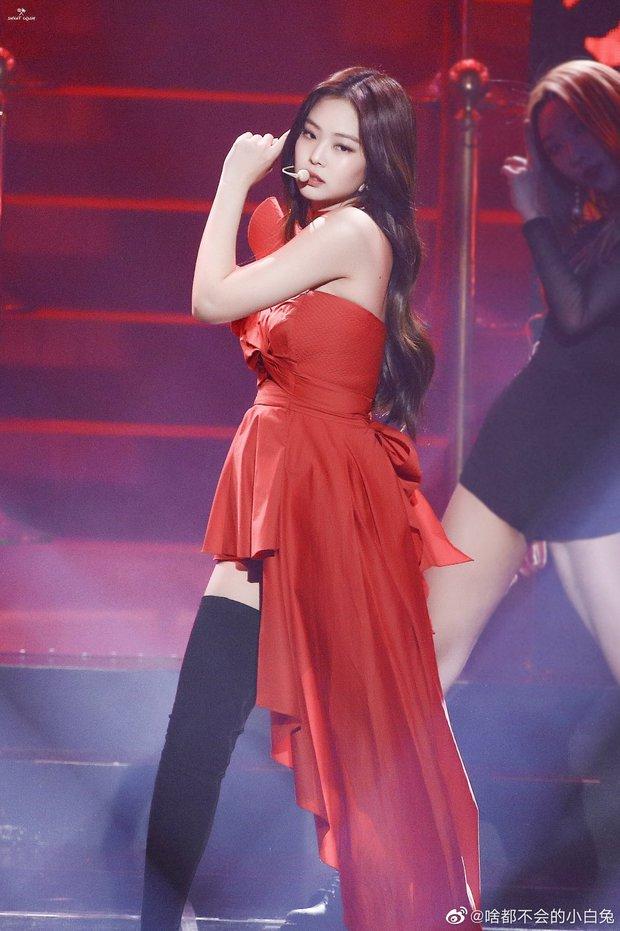 Hình ảnh 2 năm trước Jennie khoe body tuyệt mỹ cùng vòng 1 bức thở gây bão Weibo: Công chúa YG đẹp nức nở quá đi! - Ảnh 7.