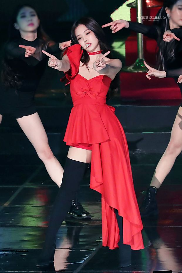 Hình ảnh 2 năm trước Jennie khoe body tuyệt mỹ cùng vòng 1 bức thở gây bão Weibo: Công chúa YG đẹp nức nở quá đi! - Ảnh 8.