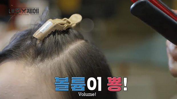 Chuyên gia làm tóc của TWICE, BTS hé lộ cách làm phồng chân tóc tự nhiên, ghim ngay để có tóc xinh đi chơi Tết này - Ảnh 6.