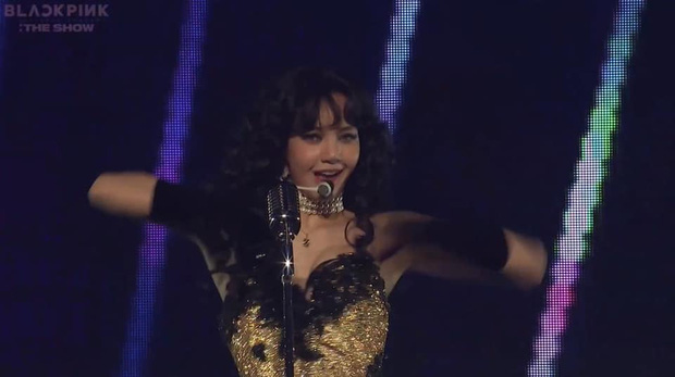 Lisa hóa quý cô retro bắn rap, hát live như nuốt đĩa bản hit Say So, đích thân soạn verse rap và thiết kế vũ đạo, concept sân khấu THE SHOW! - Ảnh 3.