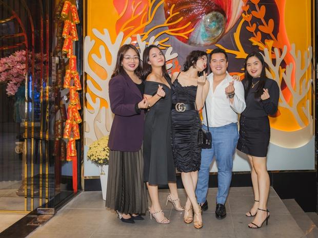 Lệ Quyên công khai e ấp bên Lâm Bảo Châu trong dịp tụ họp với Phạm Quỳnh Anh, HH Đỗ Thị Hà và hội bạn thân - Ảnh 4.