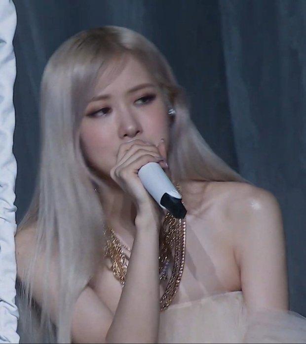 HOT: Rosé xinh như công chúa trong sân khấu solo trước thềm debut, hát live cực đỉnh, hé lộ tên bài b-side là GONE - Ảnh 4.