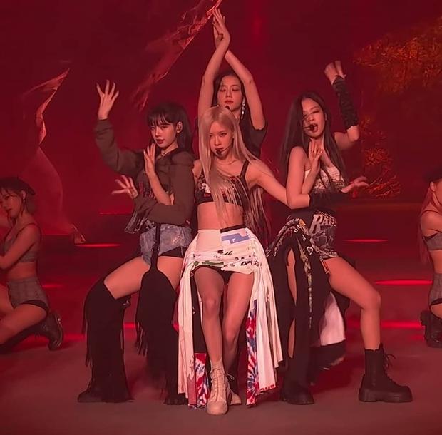 BLACKPINK bùng nổ bữa tiệc visual nóng bỏng tại THE SHOW: Lisa sexy hừng hực át cả Jennie, Jisoo - Rosé như tiên tử - Ảnh 29.