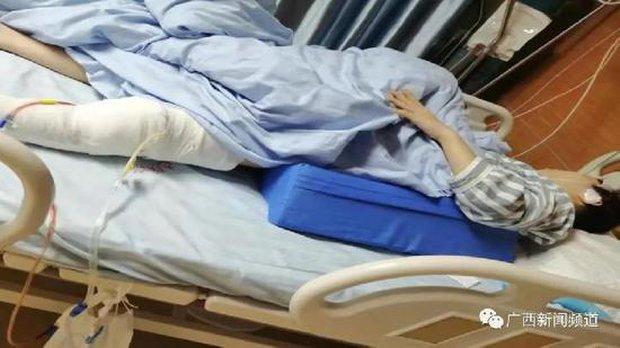 Thiếu nữ 15 tuổi bị chém trọng thương tại ký túc xá gây chấn động MXH, xuất phát từ một nguyên nhân vô lý, 2 nghi phạm đã bị bắt giữ - Ảnh 1.