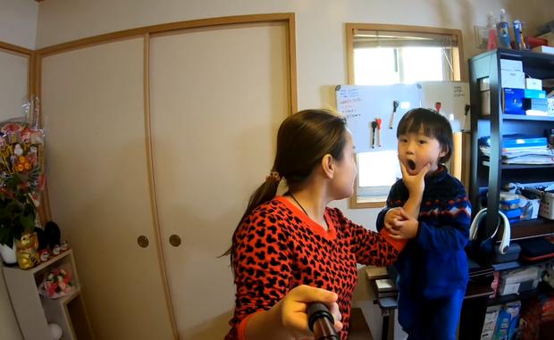 Quỳnh Trần JP tự nhận mình hai lúa khoe lần đầu được ăn tôm hùm ở Nhật, tiết lộ bé Sa càng lớn càng không sợ mẹ - Ảnh 16.