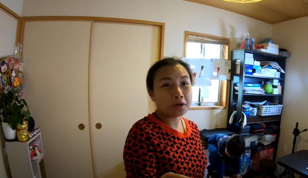 Quỳnh Trần JP tự nhận mình hai lúa khoe lần đầu được ăn tôm hùm ở Nhật, tiết lộ bé Sa càng lớn càng không sợ mẹ - Ảnh 20.