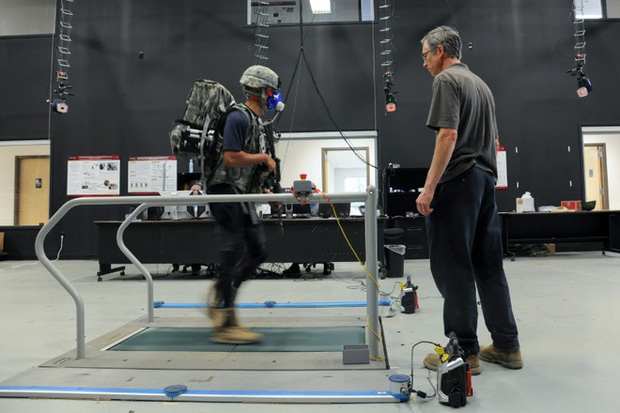 Quân đội Mỹ đang từng bước chế tạo ra bộ đồ Iron Man như thế nào? - Ảnh 4.