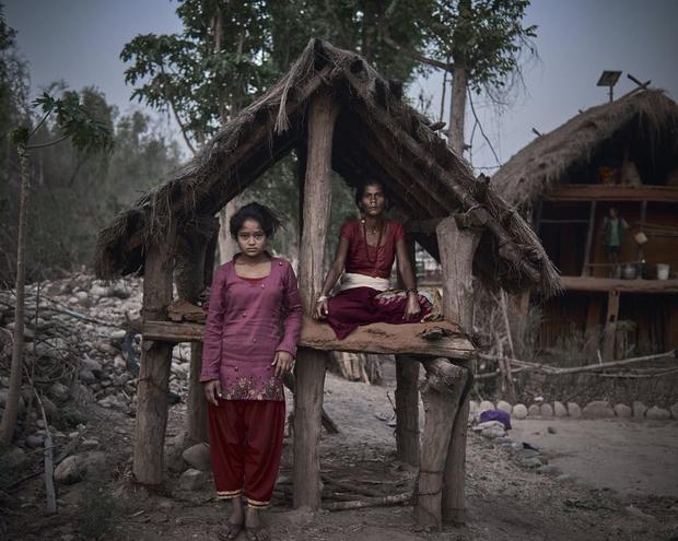 Loạt ảnh gây ám ảnh về túp lều kinh nguyệt được ví như địa ngục trần gian, là nỗi khiếp đảm của các cô gái mỗi lần... tới tháng - Ảnh 9.