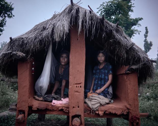 Loạt ảnh gây ám ảnh về túp lều kinh nguyệt được ví như địa ngục trần gian, là nỗi khiếp đảm của các cô gái mỗi lần... tới tháng - Ảnh 10.