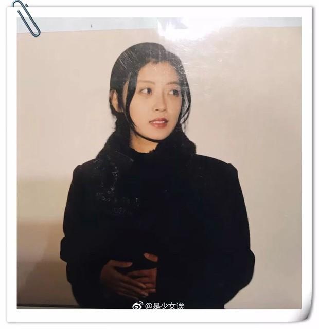 Tuổi trẻ chưa trải sự đời, xem album ảnh cũ của phụ huynh mà ngỡ photobook minh tinh ngày xưa - Ảnh 1.