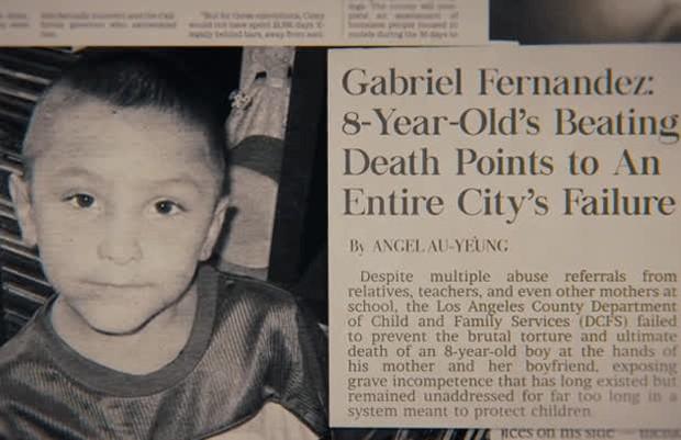 Phim tài liệu về cậu bé 8 tuổi ở Mỹ bị mẹ ruột và bạn trai hãm hại đến chết, phẫn nộ nhất là sự vô tâm và dối trá của dân địa phương - Ảnh 1.