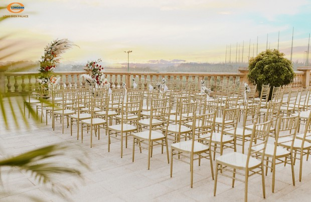 Tiệc cưới thơ mộng như ở trời Tây giữa lòng Hà Nội - Ảnh 2.