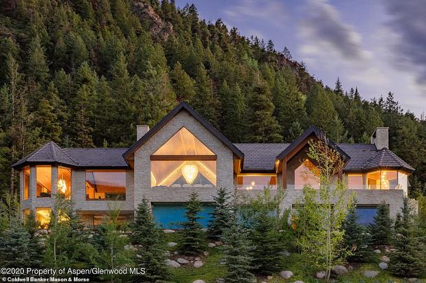 Giới nhà giàu đón năm mới: Kylie - Kendall chi 10 tỷ thuê biệt thự chill ở núi tỷ phú, Stormi 3 tuổi tận hưởng kỳ nghỉ xa hoa - Ảnh 7.