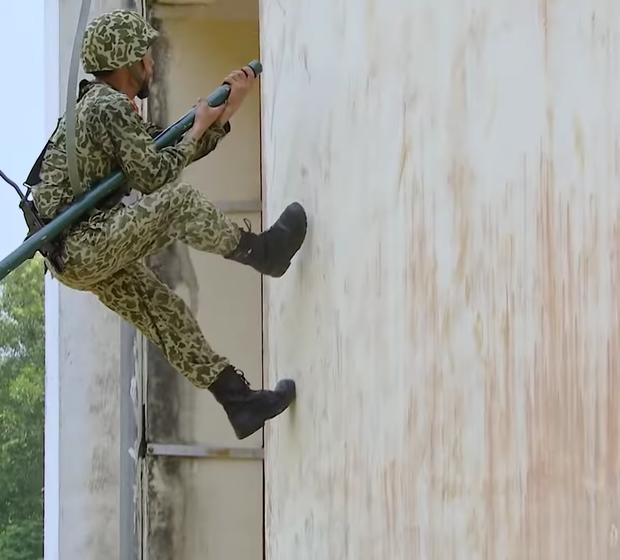 Lăn xả hết mình như nữ chiến binh Nam Thư: Chấn thương chân vẫn xung phong trèo tường - Ảnh 3.