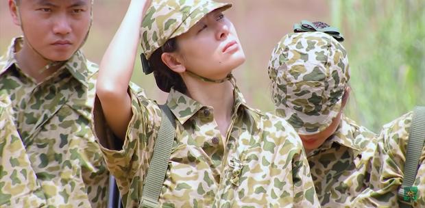 Lăn xả hết mình như nữ chiến binh Nam Thư: Chấn thương chân vẫn xung phong trèo tường - Ảnh 4.