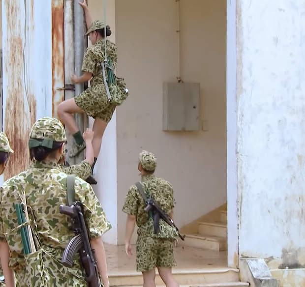 Lăn xả hết mình như nữ chiến binh Nam Thư: Chấn thương chân vẫn xung phong trèo tường - Ảnh 9.