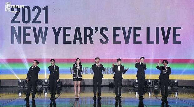 Hội leader nhà Big Hit chung sân khấu nhưng Knet chỉ soi chiều cao, Sowon (GFRIEND) đứng cạnh RM (BTS) mà sốc - Ảnh 1.